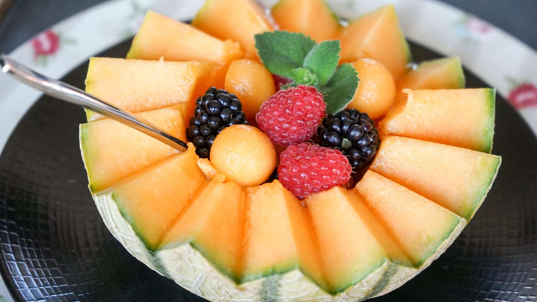 Découpe et présentation de la pastèque et du melon