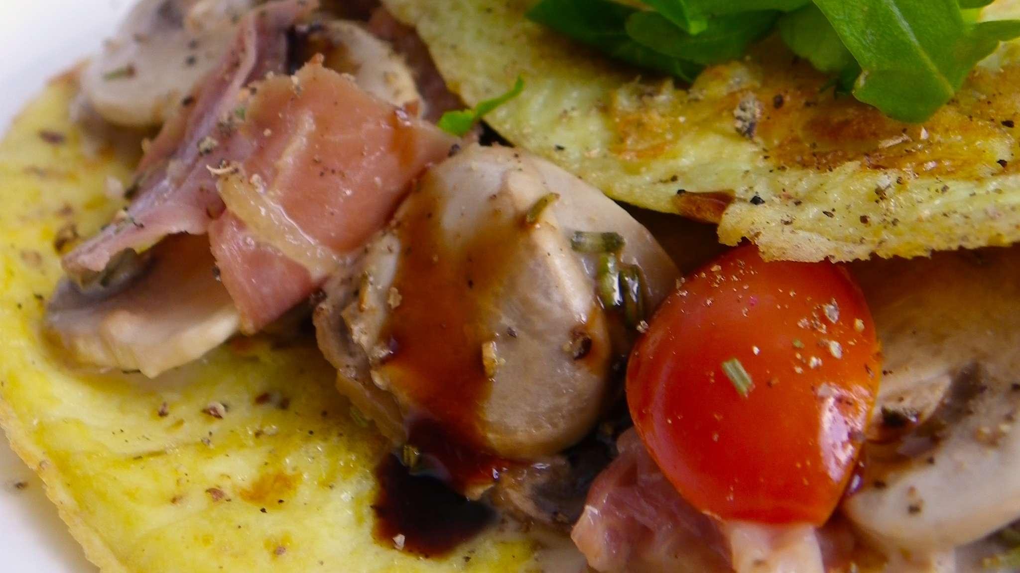 Omelette farcie aux champignons et prosciutto