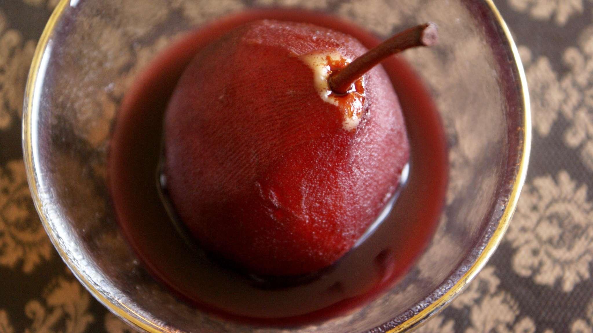 Poires pochées au vin rouge