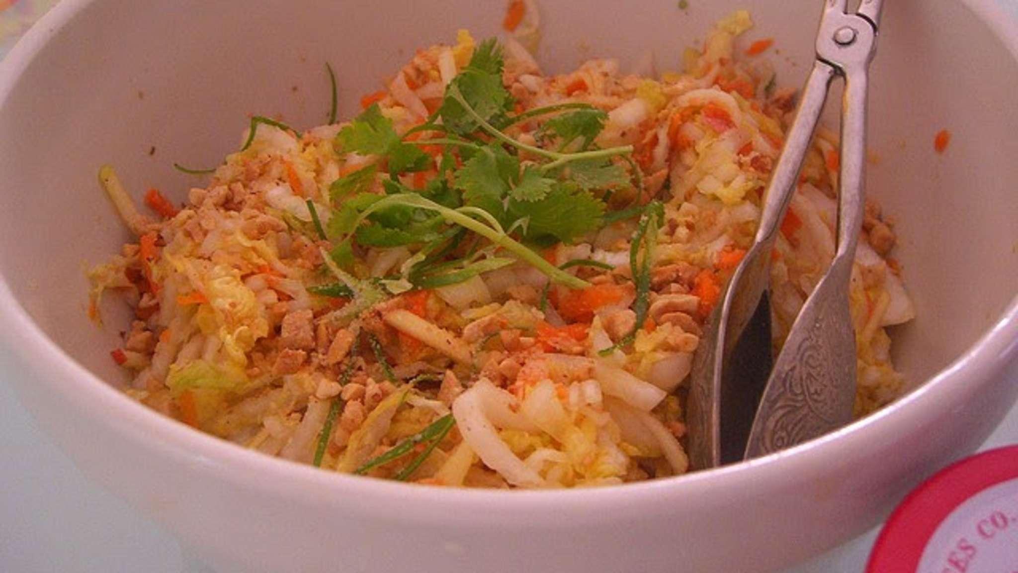 Salade au chou, fenouil, carottes râpés, sauce mayonnaise légère