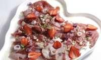 Thon presque cru aux fraises