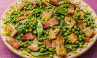 Salade d'épinards aux petits pois et au lard fumé