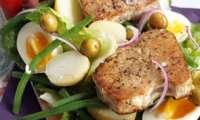 Salade nicoise aux steaks de thon grillés