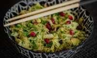 Salade detox choucroute, chou kale, grenade et avocat