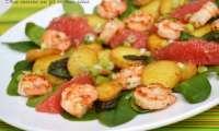 Salade de jeunes épinards aux pommes de terre à la sauge, crevettes, pomélo et oignons nouveaux