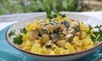 Pâtes corolles aux courgettes, échalote et sauce crémeuse au persil, paprika et curry