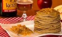 Pancakes aux pommes confites au cidre et au sirop d'érable