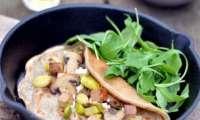Crêpe à la noisette, au tofu fumé, poireau et champignons
