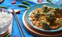 Curry Massaman de brocolis et pois chiches