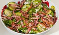 Salade de courgettes au riz et au bacon