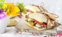 Sandwich à l'italienne bien garni pour un délicieux pique-nique