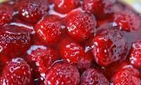 Tarte aux fraises, à la gelée de groseille au kirsch