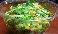 Salade verte au poulet (restes), cornichons, oeufs durs...
