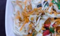 Salade de chou et de carottes aux graines de tournesol et aux baies de goji