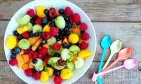 Salade estivale aux deux melons, mangue, framboises, myrtilles et basilic