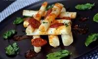 Mikado de salsifis poêlés au basilic, sauce tomatée à l'ail et chorizo piquant