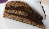 Gâteau tout chocolat recouvert de pâte à sucre