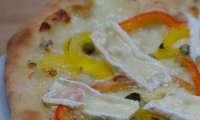 Pizza aux 2 poivrons et au brie