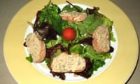 Salade de muesclun aux toasts de sardinade