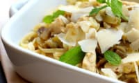 Spaghettis plats au poulet aubergine et menthe