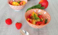 Salade de nectarines jaunes, fraises, menthe et gingembre