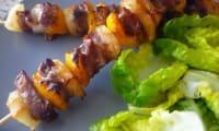 Brochettes de porc ananas poivron sauce barbecue