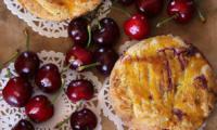 Gâteau basque aux cerises noirs entières