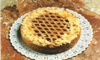 Tarte linzer aux cerises, amandes et fromage blanc
