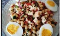 Salade de pâtes fraîcheur : concombre tomates oignon rouge mozzarella