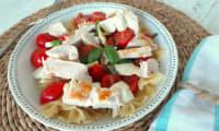 Salade au poulet grillé, tomates, mozzarella
