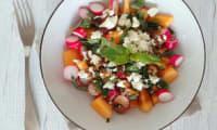 Salade de melon, radis, feta et basilic