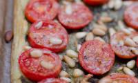 Tarte fine aux tomates cerises et au pesto