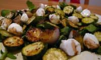 Courgettes marinées en salade, bruschetta au pesto
