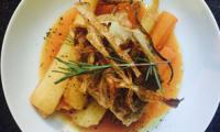 Choux farci, carottes et panais rotis, jus réduis carotte et miel