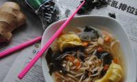 Bouillon asiatique wakame et gyozas, parfumé au gingembre