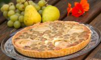 Tarte amandine aux poires et aux raisins blancs
