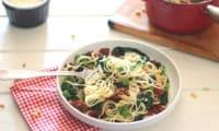 Spaghettis épinards, fèves et tomates séchées