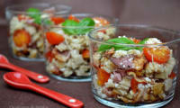 Verrines de crozets à la pancetta grillée et tomates cerise poêlées au miel