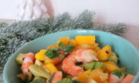 Salade de crevettes, avocat, orange et mangue