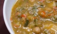 Soupe de pois chiches aux poivrons et courgettes
