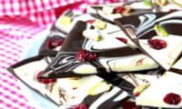 Tablettes de chocolat maison aux pistaches et canneberges