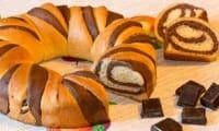 Brioche en couronne marbrée au chocolat