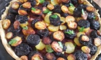 Tarte boudin, pomme de terre, oignons rouges, pommes