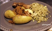 Rôti de porc braisé à la moutarde et chou vert râpé aux épices