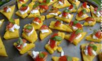 Bouchées de polenta au pesto chèvre et tomates cerises