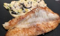 Filets de rascasse, poireaux et shii-takés en sauce