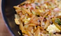 Poêlée de poireaux et de pommes de terre au bacon