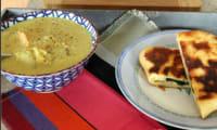 Soupe comme un dhal curry carotte céleri et ses naans fromage épinards