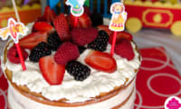 Naked cake aux fruits rouges et chantilly