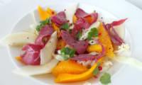 Salade de magrets fumés de canard choudou, pommes, mangues et oranges